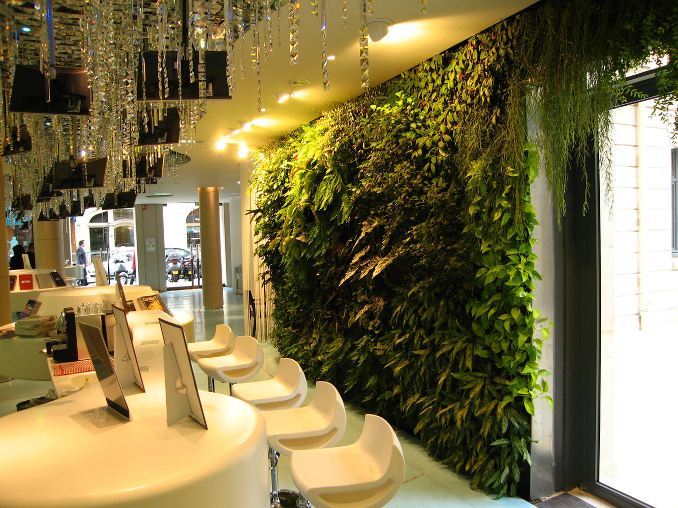Club med paris vertical garden patrick blanc for Interiores de restaurantes