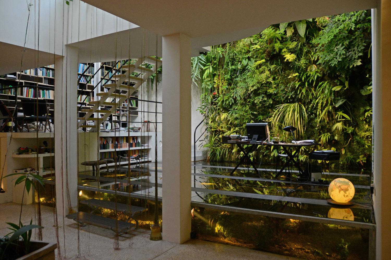 Plain Home Office In Garden Bureau De Patrick Blanc Mur Vgtal Bibliothque Et Rideau Racines Inspiration