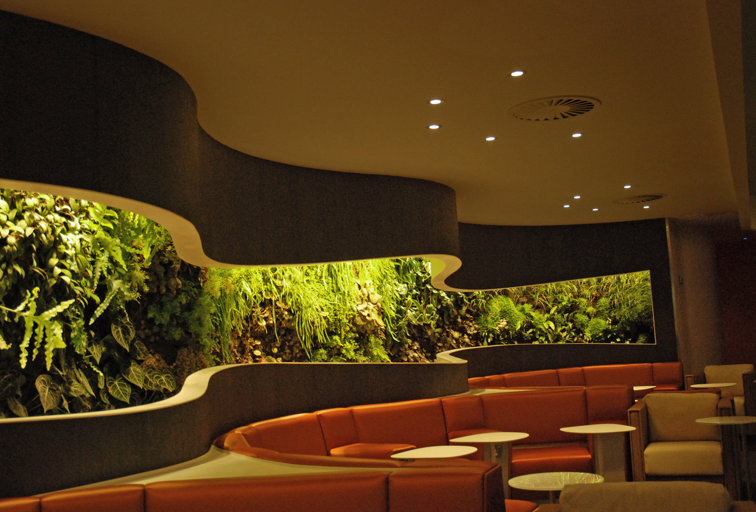 Sky team lounge heathrow vertical garden patrick blanc